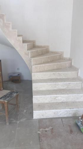 b25 marble on stairs